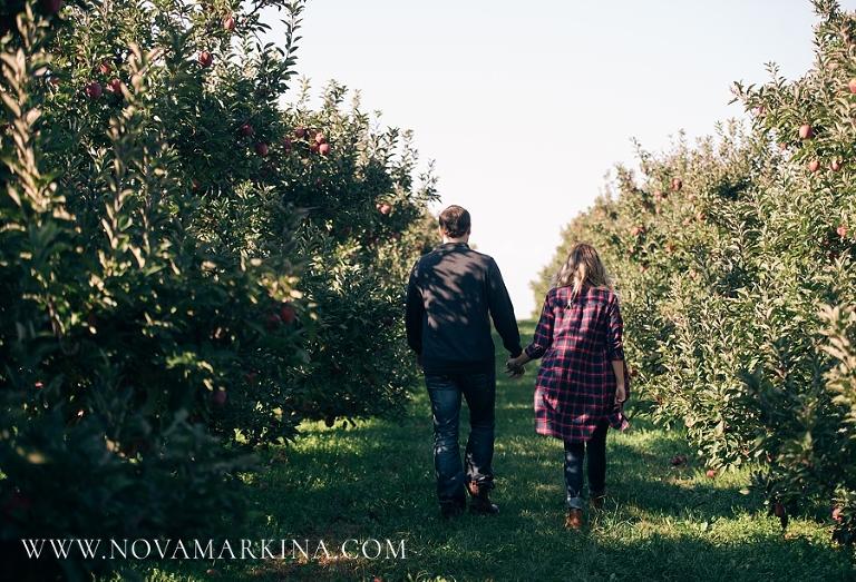 Apple Land Station | Engagement Session | NovaMarkina Photography