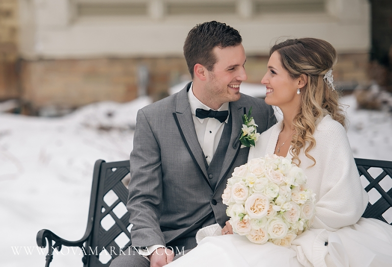 Mr Mrs Winter Wedding At Appel Inn: Elmhurst Inn :: Wedding Photographer :: NovaMarkina